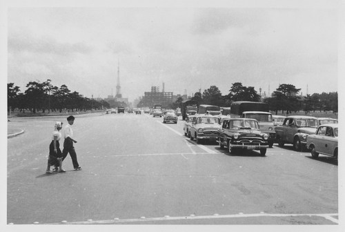 1960年 皇居前から東京タワー  東京旅行。目玉は東京タワーでしたね。もちろん皇居にも行きまし