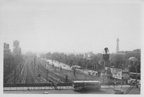 1964年 天王寺駅から通天閣を撮ったもの